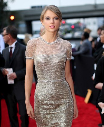 One of my favorite looks of the night.  Taylor Swift looks gorgeous.  Love the color, the style, pretty much everything about it.