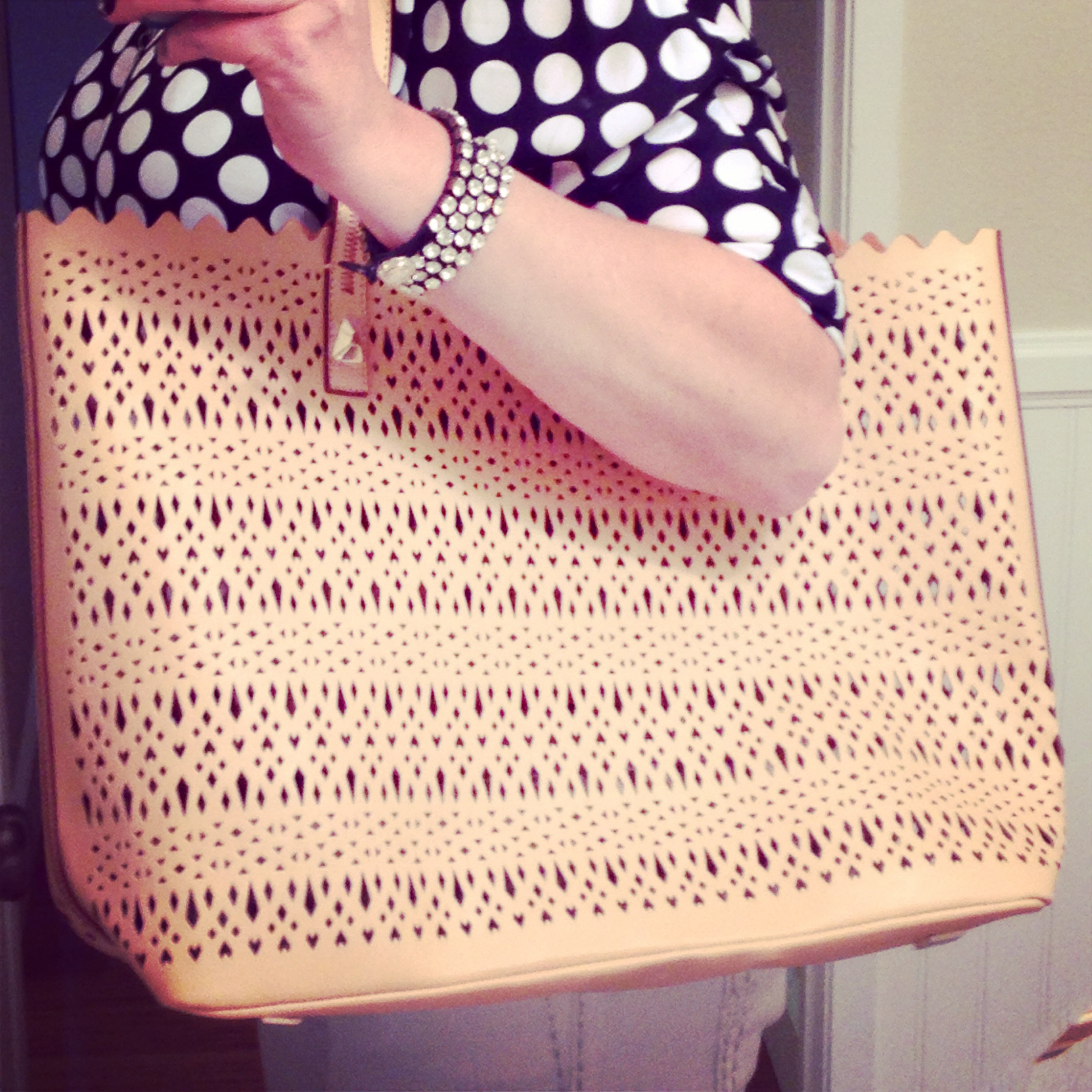 How cute is this Stella and Dot Avalon tote?  Perfect cutouts and color for summer.  And it's lightweight!  Bag: c/o Stella and Dot