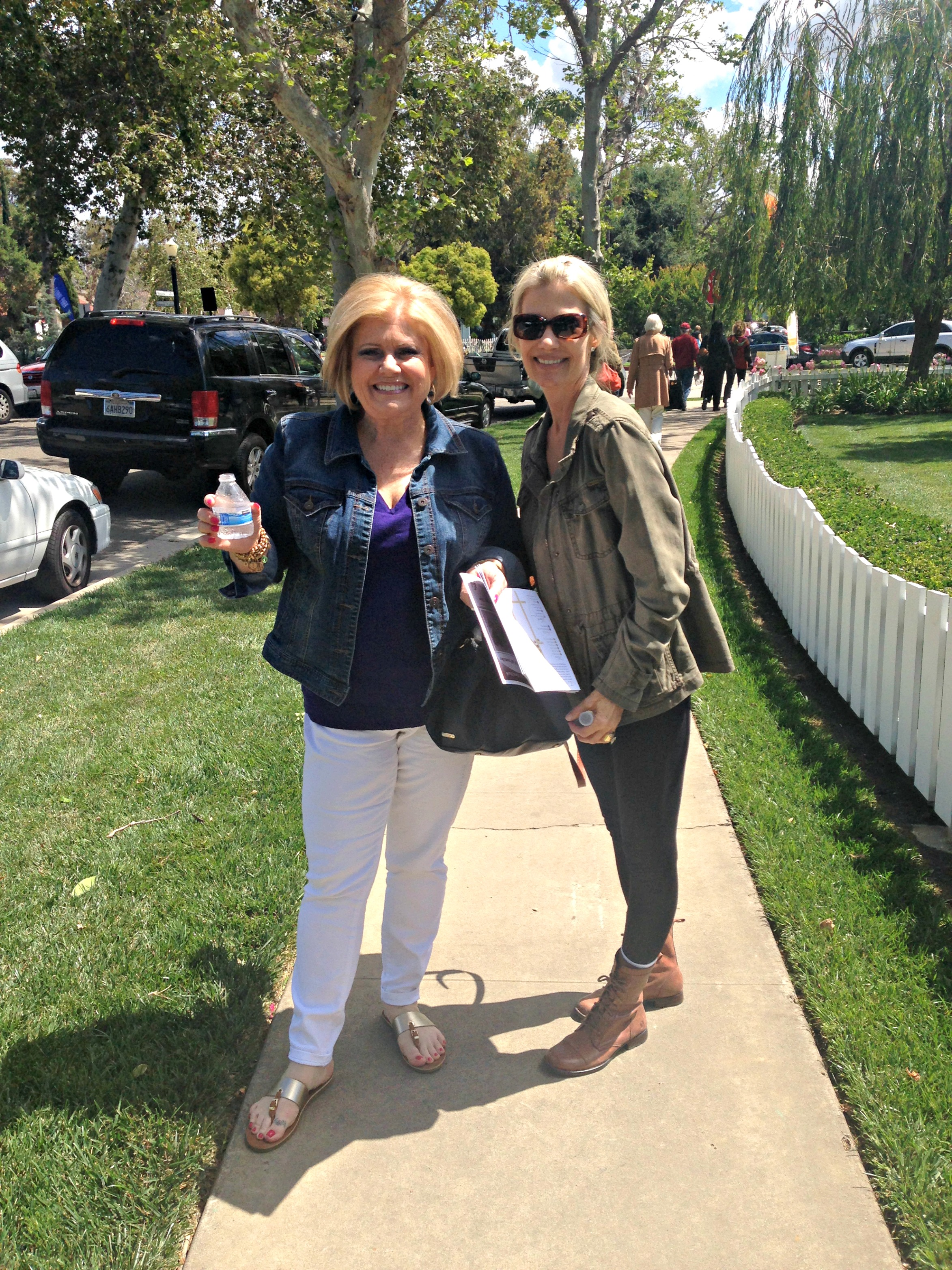 My gorgeous mama and our friend Kelly having a great time at the tour.  Such perfect weather!