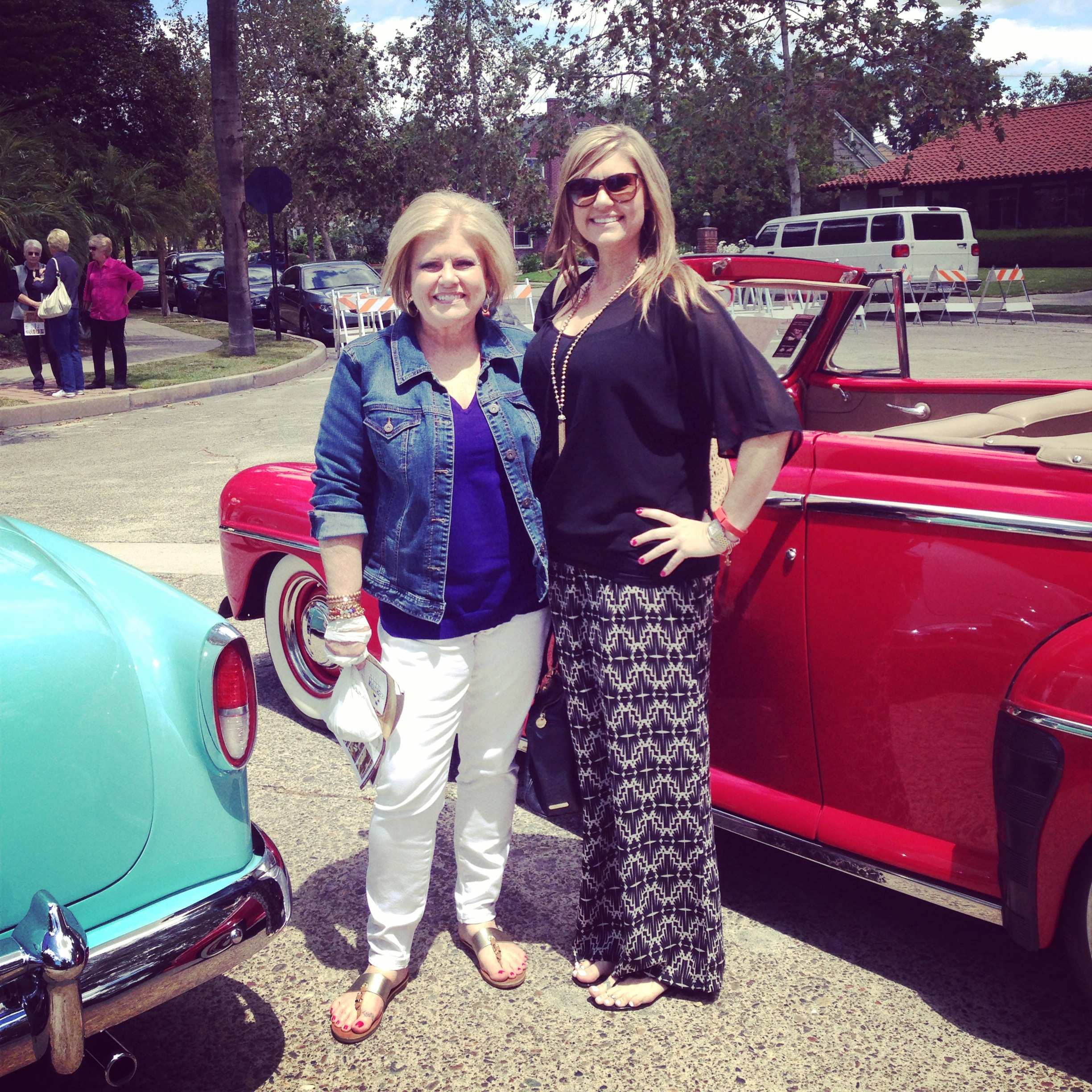 Me and my gorgeous mama at the Floral Park Home Tour...as you can see, I love my Chloe Oliver pants! Did you enter the giveaway?  Check the bottom of the post for the winner!!!