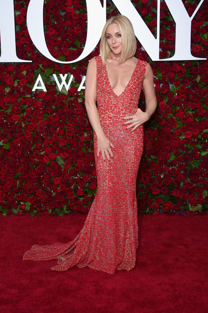 NEW YORK, NY - JUNE 12:  Jane Krakowski attends the 70th Annual Tony Awards at The Beacon Theatre on June 12, 2016 in New York City.  (Photo by Dimitrios Kambouris/Getty Images for Tony Awards Productions)