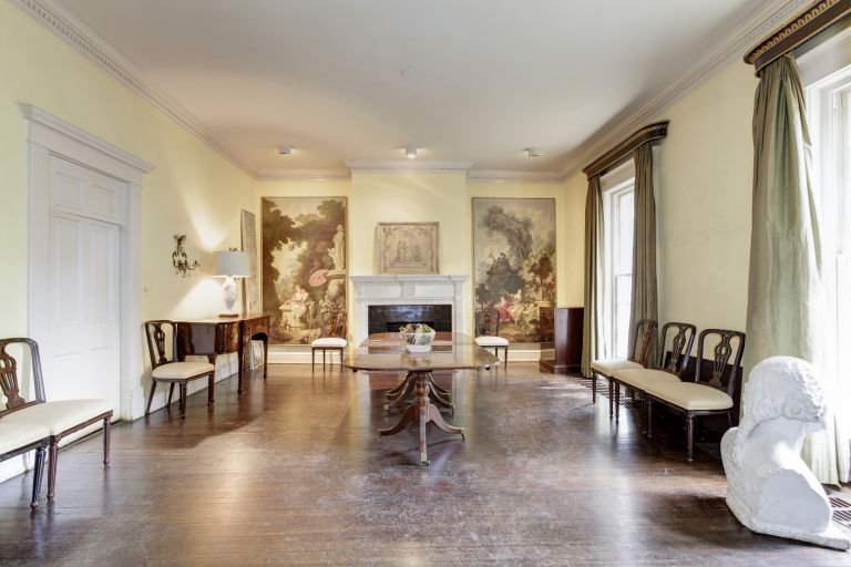1476485450-syn-hbz-1476298463-jackie-kennedy-dining-room