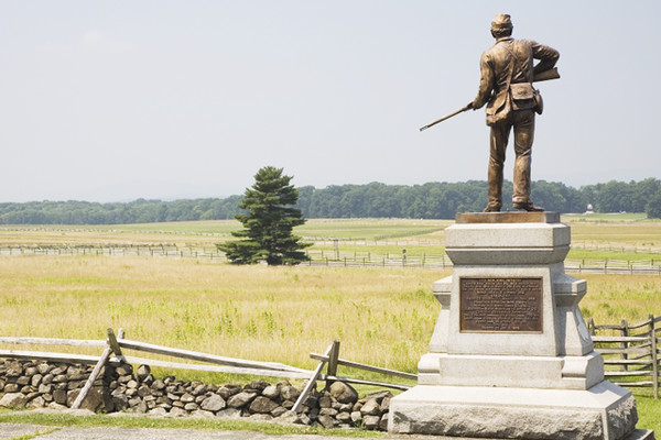 Gettysburg Battlefield Take a historical trip to Gettysburg Battlefield in Pennsylvania, where over 10,000 men died in the Civil War. Many tourists have reported running into Civil War re-enactors only to later learn that there were no such groups at the park. Creepy right?